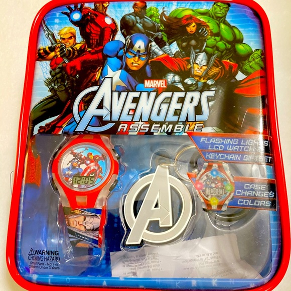 New Avengers watch and keychain gift set
